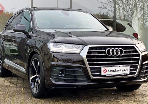Audi Q7 Exclusive color 3